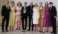 """""""Đội ngũ"""" cháu gái của Tổng thống Joe Biden: Những biểu tượng thời trang mới của Nhà Trắng"""