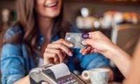 """Phát hiện giao dịch """"lạ"""" bằng thẻ tín dụng của mình, chủ thẻ """"đắng ngắt"""" khi biết thủ phạm"""