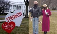 """Valentine ở Nhà Trắng: Tổng thống Mỹ Joe Biden tiết lộ quà Valentine """"kỳ cục"""" của Phu nhân"""