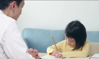 """Thầy dạy Toán đại học cũng """"bó tay"""" với bài tập của cô con gái học lớp 3, bạn làm được không?"""