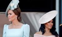 """Chuyện """"váy của cô bé cầm hoa"""" là gì mà khiến Meghan Markle và Công nương Kate bất đồng?"""