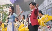 """Ngày 20/11 ở TP.HCM: Cựu học sinh Trần Chuyên tề tựu, Phong Lê hashtag """"Tri ân thầy cô"""""""