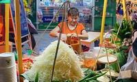 Hẹn hò Sài Gòn: Lạc lối ở thiên đường ẩm thực và mua sắm tại phố đi bộ Kỳ đài Quang Trung