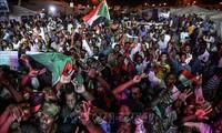 Người biểu tình tập trung tại Khartoum, Sudan, ngày 19/5/2019. Ảnh: AFP/TTXVN