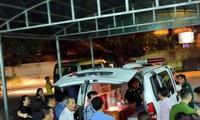 Thi thể của cháu bé được đưa lên xe đi về an táng ở Thanh Hóa rạng sáng 7/8. Ảnh: Mỹ Hà.