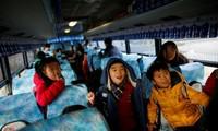 """Hệ thống """"phát hiện trẻ ngủ"""" của Hàn Quốc giúp hạn chế sự cố đáng tiếc vì trẻ ngủ quên, bị bỏ lại một mình trên xe buýt. Ảnh: Reuters."""