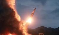 Hình ảnh Triều Tiên thử vũ khí mới do KCNA công bố ngày 11/8. Ảnh: Reuters
