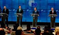 Các nhà lãnh đạo EU tham dự họp báo sau khi thông qua thỏa thuận. Ảnh: Getty