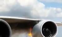 Máy bay Airbus bốc cháy ngùn ngụt tại sân bay Seoul