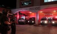Cảnh sát canh giữ bệnh viên, nơi cấp cứu các tù nhân bị thương sau vụ xả súng. Ảnh: Reuters