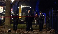 Cảnh sát Chicago phòng tỏa hiện trường và tiếp tục tìm kiếm manh mối. Ảnh : AP