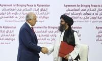 Mỹ và Taliban ký thỏa thuận hòa bình nhằm chấm dứt cuộc chiến kéo dài 18 năm qua giữa hai bên, ngày 29/2 tại Doha, Qatar. (Nguồn: Getty Images)