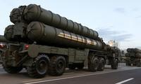 Hệ thống phòng thủ tên lửa S-400 của Nga. Ảnh: Reuters