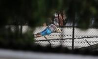 Một người nằm tại nhà tù La Modelo sau vụ bạo loạn