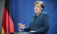 Thủ tướng Đức Angela Merkel cách ly tại gia để phòng ngừa dịch COVID-19. Ảnh: RT