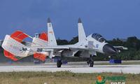 Máy bay chiến đấu J-11 của Trung Quốc hạ cánh xuống đường băng. Ảnh minh họa