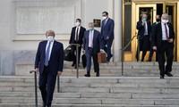 Tổng thống Trump khi rời Walter Reed. Ảnh: AP