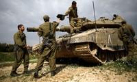 Một chiếc xe tăng của Israel gần trung tâm Gaza. Ảnh: Reuters