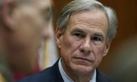 Thống đốc bang Texas Greg Abbott. Ảnh: AP.