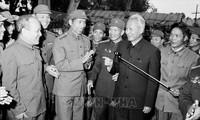 Thủ tướng Phạm Văn Đồng và các chiến sỹ công an nhân dân trong ngày ngành Công an đón nhận danh hiệu Anh hùng Lực lượng vũ trang nhân dân (5/1/1980). Ảnh tư liệu