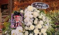 Mẹ Minh Lộc suy sụp trong lễ tưởng niệm, tiết lộ lý do giấu tin con qua đời