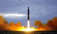 Một vụ phóng thử tên lửa do Triều Tiên thực hiện. (Ảnh: AP)