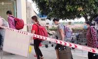 Mục kích những đoàn người rời TP.HCM về quê tránh dịch