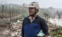 Ông Bùi Thanh Sơn, nhà ở ngoài khu vực đầu ghành của thôn Phước Thiện bị sóng đánh bay ngôi nhà, toàn bộ tài sản mất trắng – Ảnh Văn Chương