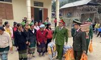Nằm cách xa trung tâm huyện Kỳ Sơn khoảng hơn 40km, nên phải mất hơn 3 giờ đồng hồ đoàn mới vào được Mường Ải