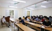 TP.HCM nới dần giãn cách, sinh viên ĐH - CĐ có thể trở lại trường học trực tiếp chưa?