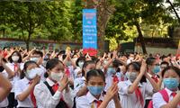 Hà Nội: Thầy trò trường THCS Giảng Võ đón lễ khai giảng rực rỡ cờ hoa