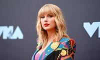 """Taylor Swift khiến fan bất ngờ khi bật mí lý do chọn """"Fearless"""" làm album thu lại đầu tiên"""