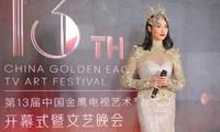 """Cận cảnh bộ váy Nữ thần Kim Ưng """"dìm"""" dáng vóc Tống Thiến thê thảm"""