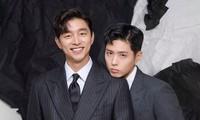"""HOT: Park Bo Gum chỉ cần dựa vào vai Gong Yoo là đủ khiến tạp chí """"cháy hàng"""" sau 3 tiếng"""