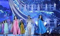 Top 35 thí sinh HHVN 2020 catwalk quyến rũ với giai điệu ngọt ngào của Thu Phương
