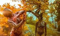 Người xem sửng sốt với hình ảnh mẫu nữ khỏa thân giữa mùa thu