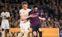 Tiền vệ M.U vật vã săn áo đấu của Messi