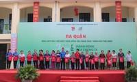 tặng 200 chiếc túi vải thân thiện môi trường cho đoàn viên thanh niên và nhân dân xã Ninh Sơn để đựng đồ dùng, thức ăn khi đi chợ hàng ngày thay cho túi nilon.