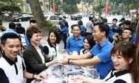 Thành Đoàn Hà Nội và Công ty Manulife trao tặng khẩu trang đến ĐVTN Thủ đô Hà Nội