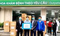 Thành Đoàn Hà Nội đã trao tặng 300 bộ quần áo bảo hộ, 500 khẩu trang N95, 20.000 quả trứng gà, 300 bịch khăn cồn sát khuẩn, 20 lít dung dịch rửa tay khô với tổng trị giá 134 triệu đồng tới Bệnh viện Bạch Mai.