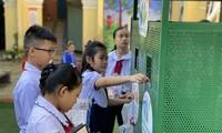 Học sinh Đà Nẵng bỏ rác thải vào công trình măng non