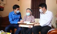 Tỉnh Đoàn Bắc Ninh thăm, tặng quà Mẹ Việt Nam Anh hùng Nguyễn Thị Cược