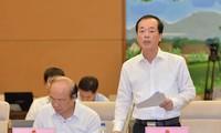 Bộ trưởng Bộ Xây dựng Phạm Hồng Hà tại phiên giải trình. Ảnh Hoàng Quỳnh