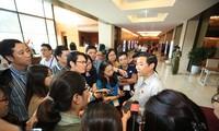 ĐBQH Nguyễn Thái Học trả lời PV bên lề kỳ họp Quốc hội sáng 14/6. Ảnh Như Ý