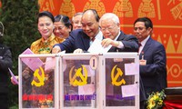 Tổng Bí thư, Chủ tịch nước, Thủ tướng trúng cử BCH TƯ khoá XIII. Ảnh: Như Ý