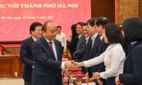Thủ tướng Nguyễn Xuân Phúc với các đại biểu dự buổi làm việc. Báo HNM
