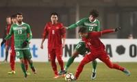 Phan Văn Đức (áo đỏ, số 14) là ngôi sao mới của bóng đá Việt Nam