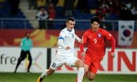 U23 Uzbekistan (trắng) gặp U23 Việt Nam ở chung kết U23 châu Á