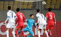 """U23 Việt Nam """"tái ngộ"""" U23 Uzbekistan (áo trắng)"""
