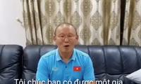 Thầy Park tặng quà cưới đặc biệt cho tiền vệ Phan Văn Đức